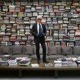 Karl Lagerfeld nella sua libreria di Parigi